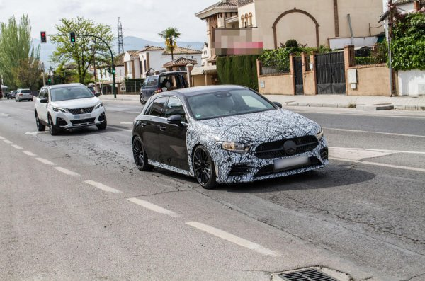 Mercedes'ten yeni hot hatch